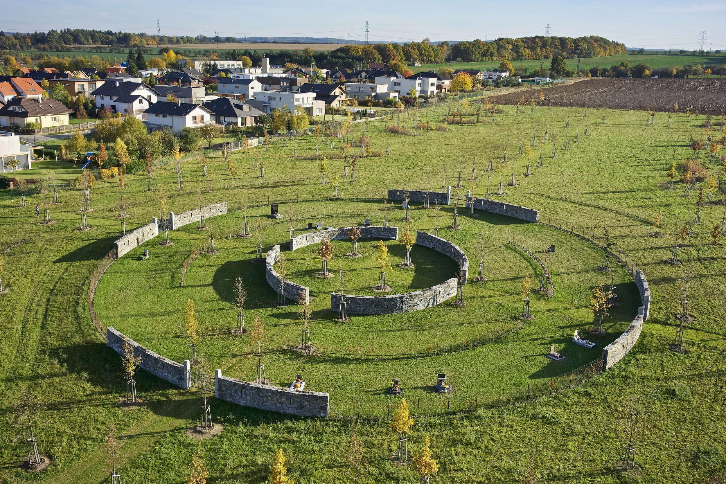 Hřbitov v Dolních Břežanech